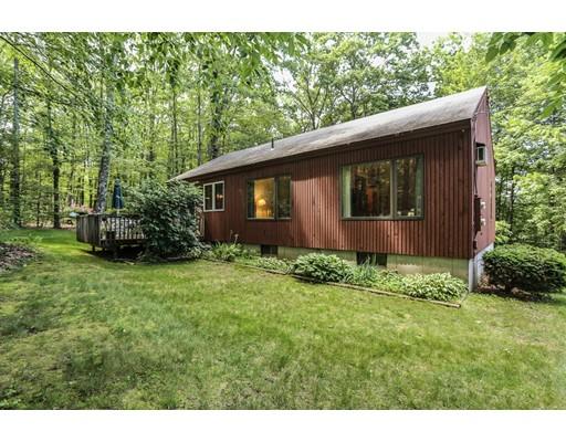 Maison unifamiliale pour l Vente à 19 Redfield Circle Derry, New Hampshire 03038 États-Unis