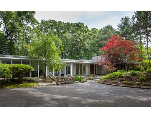 Single Family Home for Sale at 10 Magnolia Circle 10 Magnolia Circle Longmeadow, Massachusetts 01106 United States