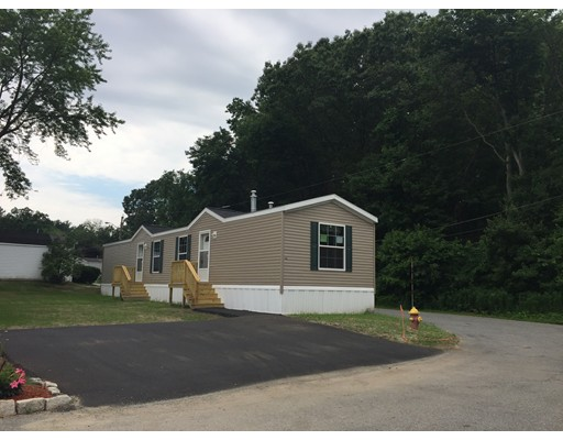 独户住宅 为 销售 在 141 Booth Street 图克斯伯里, 马萨诸塞州 01876 美国