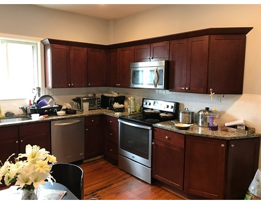 独户住宅 为 出租 在 1088 Saratoga Avenue 波士顿, 马萨诸塞州 02128 美国