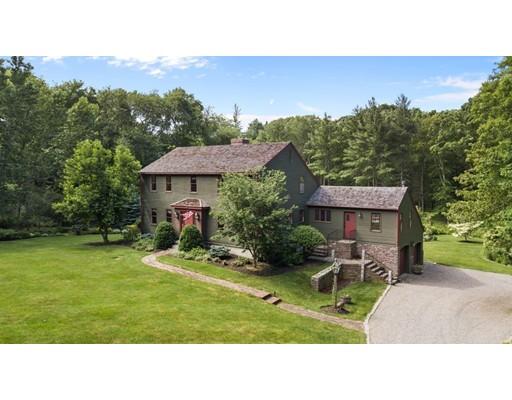 واحد منزل الأسرة للـ Sale في 984 Whitman Street Hanson, Massachusetts 02341 United States