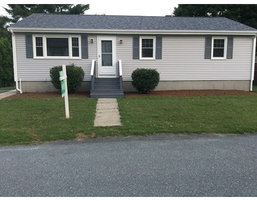 واحد منزل الأسرة للـ Sale في 66 Wamsutta Avenue Acushnet, Massachusetts 02743 United States