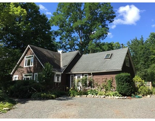 Maison unifamiliale pour l Vente à 30 Keets Brook Road Bernardston, Massachusetts 01337 États-Unis