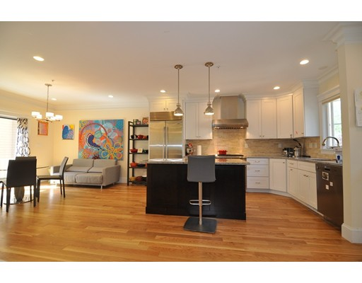 Additional photo for property listing at 32 Meadowbrook Road  Brookline, Massachusetts 02467 Estados Unidos
