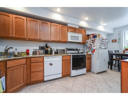 Casa Unifamiliar por un Alquiler en 9 Regent Circle Brookline, Massachusetts 02445 Estados Unidos