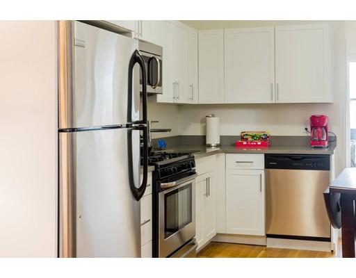 独户住宅 为 出租 在 419 Hanover Street 波士顿, 马萨诸塞州 02113 美国