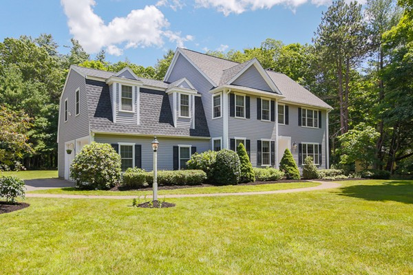 Property for sale at 17 Boxford Rd, Topsfield,  MA 01983