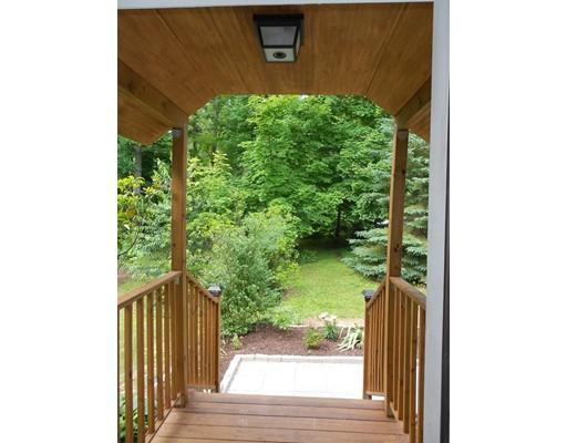 独户住宅 为 销售 在 1 North Blandford Road 布兰弗德, 马萨诸塞州 01008 美国