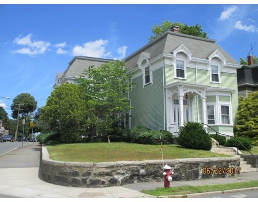 متعددة للعائلات الرئيسية للـ Sale في 30 Crescent Street Wakefield, Massachusetts 01880 United States