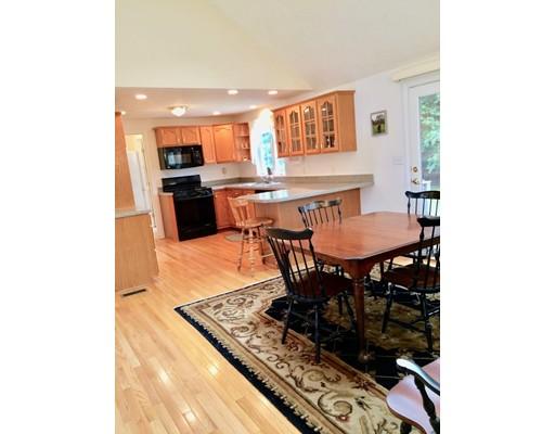 独户住宅 为 销售 在 55 Woodlawn Street Middleboro, 马萨诸塞州 02346 美国