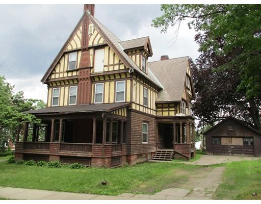 独户住宅 为 销售 在 210 Oak Street 210 Oak Street Holyoke, 马萨诸塞州 01040 美国