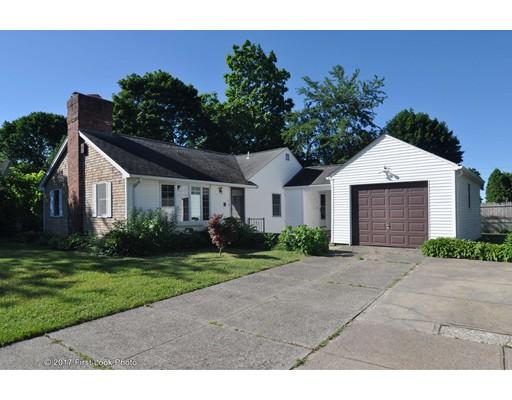 12 W Carpenter St, Attleboro, MA 02703