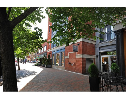 Comercial por un Venta en 1721 Washington Street Boston, Massachusetts 02118 Estados Unidos