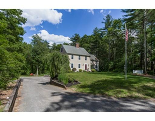 Maison unifamiliale pour l Vente à 37 Center Street Carver, Massachusetts 02330 États-Unis