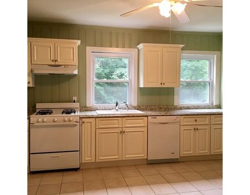 Casa Unifamiliar por un Alquiler en 24 Charles Street Wellesley, Massachusetts 02481 Estados Unidos
