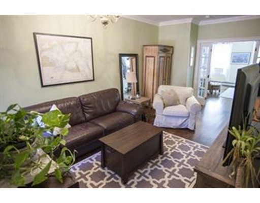 Casa Unifamiliar por un Alquiler en 71 Myrtle Street Boston, Massachusetts 02114 Estados Unidos