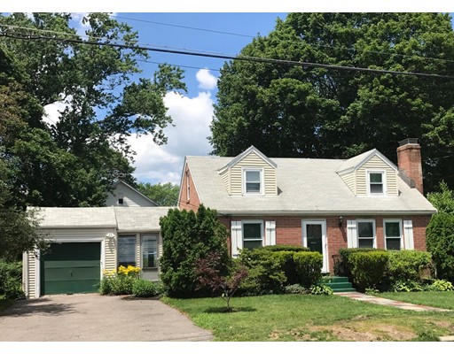 Single Family Home for Rent at 134 Russell Road Newton, Massachusetts 02465 United States