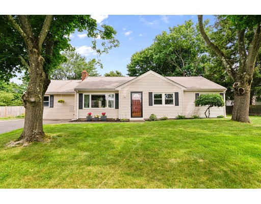 Single Family Home for Sale at 17 Wentworth Road Natick, Massachusetts 01760 United States