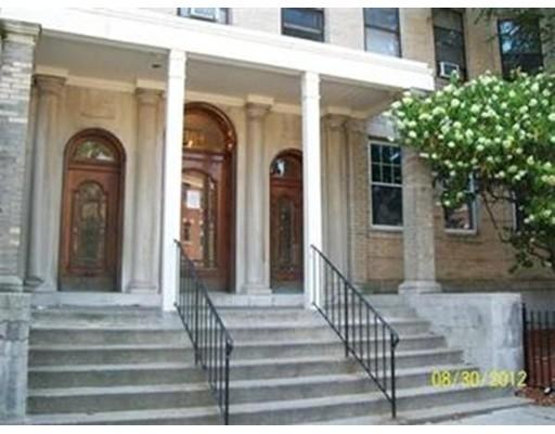 Casa Unifamiliar por un Alquiler en 164 Strathmore Road Boston, Massachusetts 02135 Estados Unidos