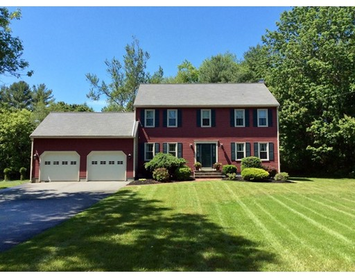 Single Family Home for Sale at 535 Elm St E Raynham, Massachusetts 02767 United States