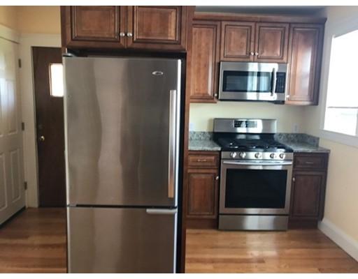 Casa Unifamiliar por un Alquiler en 17 Clewley Road Medford, Massachusetts 02155 Estados Unidos