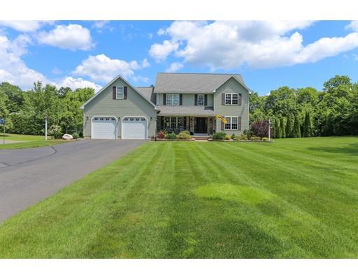 واحد منزل الأسرة للـ Sale في 75 Easton Street 75 Easton Street Granby, Massachusetts 01033 United States