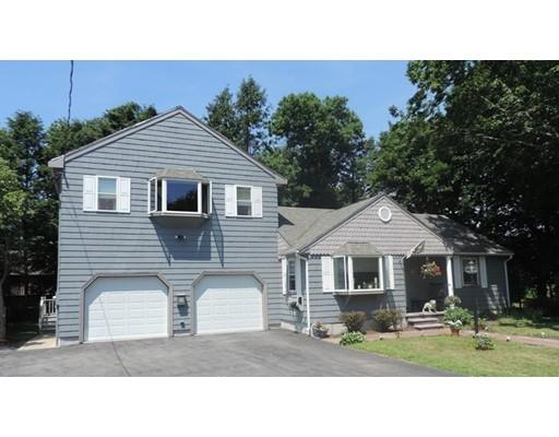 Maison unifamiliale pour l Vente à 8 Ellen Road Stoneham, Massachusetts 02180 États-Unis