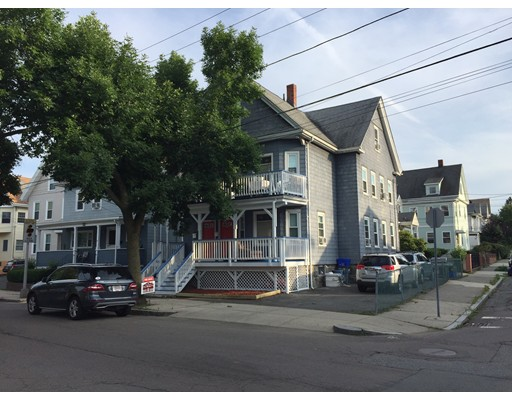 多户住宅 为 销售 在 37 Walnut Street 莫尔登, 马萨诸塞州 02148 美国