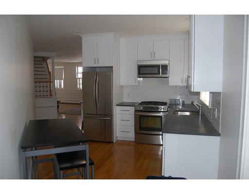 独户住宅 为 出租 在 14 Adams 波士顿, 马萨诸塞州 02129 美国