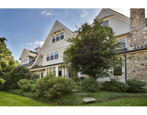 واحد منزل الأسرة للـ Sale في 201 Highland Street Newton, Massachusetts 02465 United States