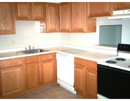 Casa Unifamiliar por un Alquiler en 2360 Commonwealth Avenue Newton, Massachusetts 02466 Estados Unidos