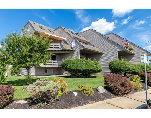 Condominium for Sale at 939 Ocean Blvd #14 939 Ocean Blvd #14 Hampton, New Hampshire 03842 United States