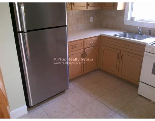 Casa Unifamiliar por un Alquiler en 27 Grew Hill Road Boston, Massachusetts 02131 Estados Unidos