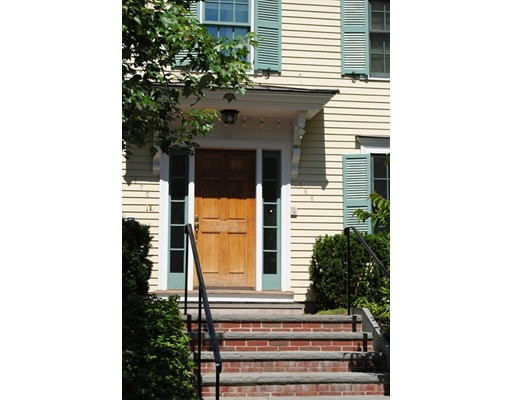 Casa Unifamiliar por un Alquiler en 468 Belmont Street Watertown, Massachusetts 02472 Estados Unidos