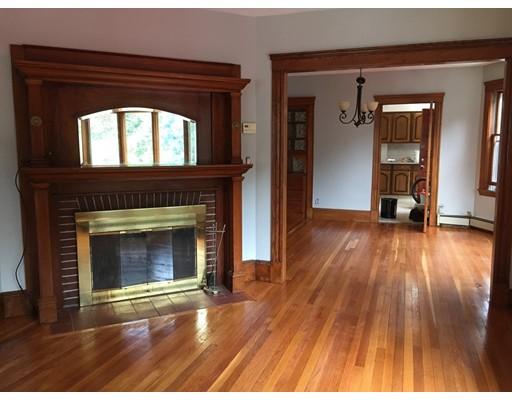 Casa Unifamiliar por un Alquiler en 129 Corey Street Boston, Massachusetts 02132 Estados Unidos