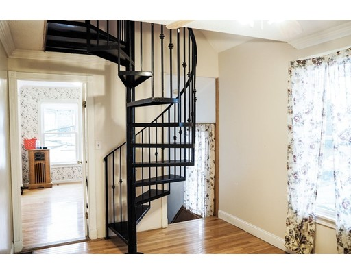 Additional photo for property listing at 17 Kingman Road  Somerville, Massachusetts 02143 United States