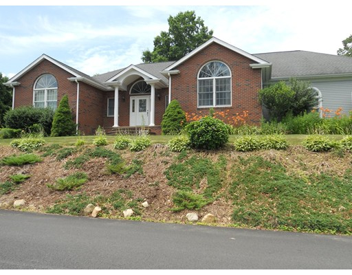 واحد منزل الأسرة للـ Sale في 187 Lake Avenue Fall River, Massachusetts 02721 United States
