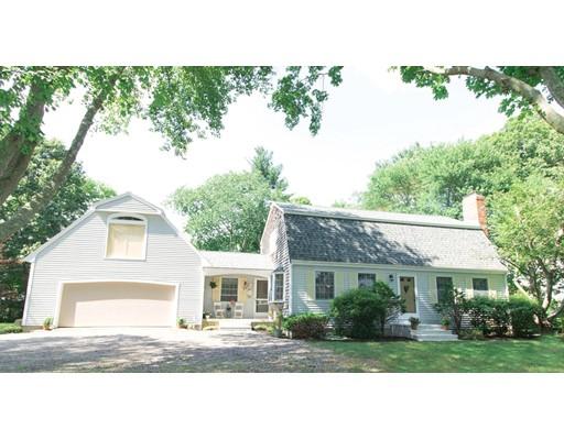 Maison unifamiliale pour l Vente à 127 Walnut Street Halifax, Massachusetts 02338 États-Unis