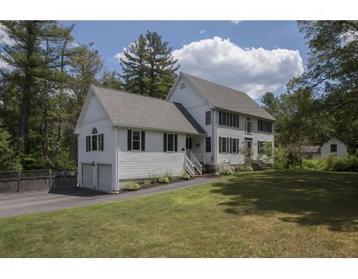 Maison unifamiliale pour l Vente à 46 Highland Street Medway, Massachusetts 02053 États-Unis