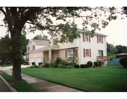 Casa Unifamiliar por un Alquiler en 196 LINWOOD AVENUE Newton, Massachusetts 02460 Estados Unidos