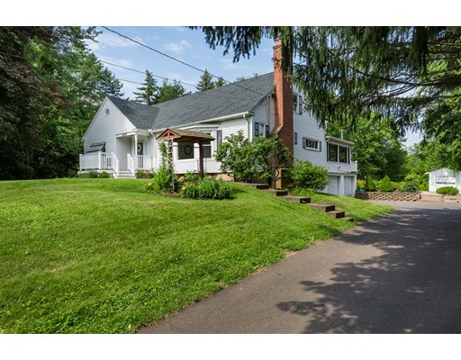 Single Family Home for Sale at 669 North Street 669 North Street Suffield, Connecticut 06078 United States