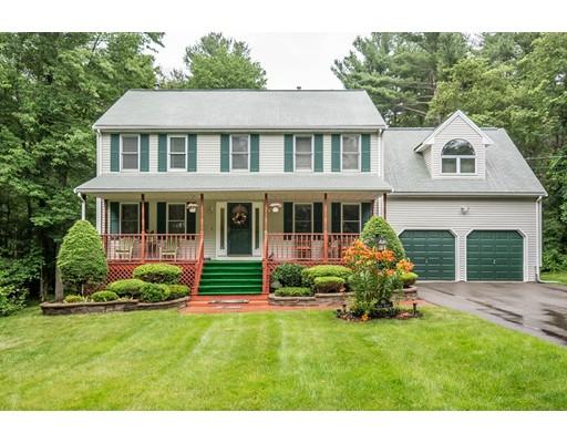 Maison unifamiliale pour l Vente à 60 Cedar Street Stoughton, Massachusetts 02072 États-Unis