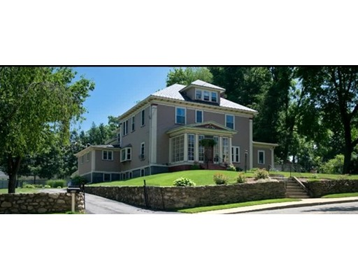 Casa Unifamiliar por un Venta en 137 Grove Avenue Leominster, Massachusetts 01453 Estados Unidos