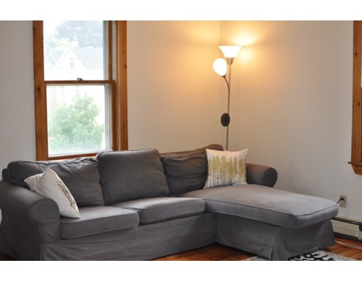 Casa Unifamiliar por un Alquiler en 244 Putnam Avenue Cambridge, Massachusetts 02139 Estados Unidos