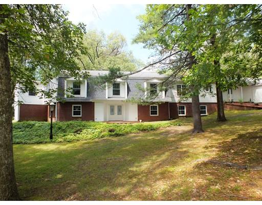 Частный односемейный дом для того Продажа на 11 Greenwood Road 11 Greenwood Road Wilbraham, Massachusetts 01095 United States