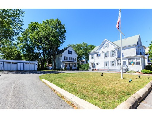 متعددة للعائلات الرئيسية للـ Sale في 86 Winthrop Street Brockton, Massachusetts 02301 United States
