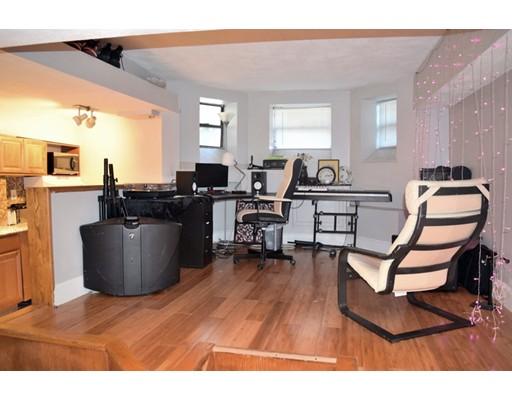 Casa Unifamiliar por un Alquiler en 107 Jersey Street Boston, Massachusetts 02215 Estados Unidos
