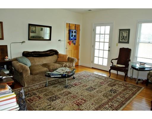 Casa Unifamiliar por un Alquiler en 19 Pleasant Street Newton, Massachusetts 02459 Estados Unidos