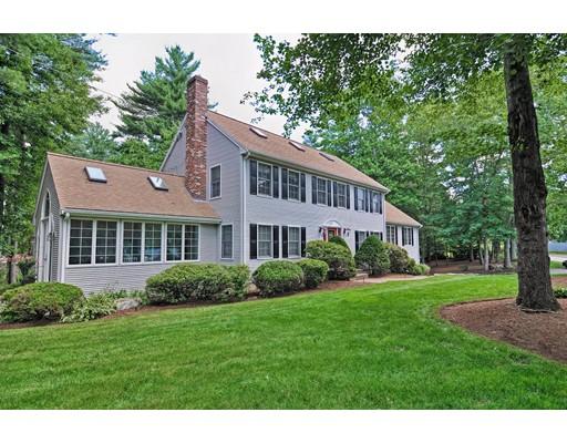 Maison unifamiliale pour l Vente à 73 Hewitt Drive Raynham, Massachusetts 02767 États-Unis