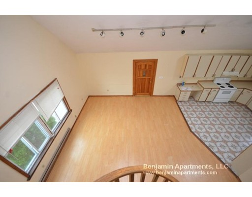 Additional photo for property listing at 25 Acton  沃特敦, 马萨诸塞州 02472 美国